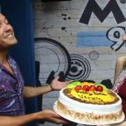 ¡Vicky Corbacho fue sorprendida por Renzo y luego cantaron juntos! [VIDEO]