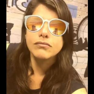 Ayuda a Giovanna Valcárcel a escoger sus lentes nuevos [VIDEO]