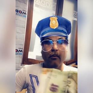 El oficial Jojojonathan es incorruptible. A menos que… [VIDEO]