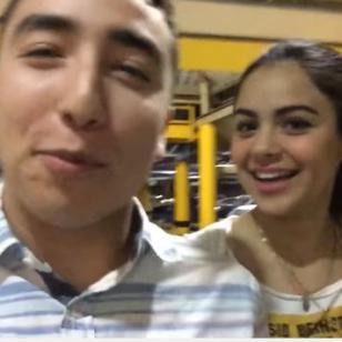 ¡Joven le pidió matrimonio a su pareja en una sala de cine! [VIDEO]