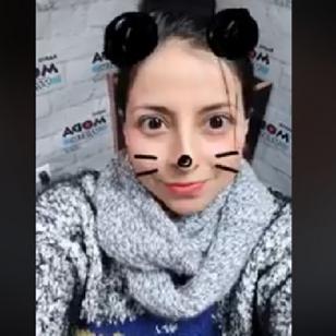 Lesly Carol siempre te escucha con estas orejas de ratoncita [VIDEO]