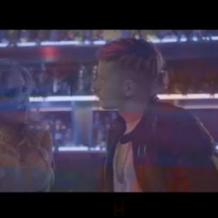 Mario Hart compartió un nuevo extracto del video oficial de 'Aquí se queda'