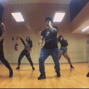Mario Hart, listo con la coreografía de 'Aquí se queda' [VIDEO]