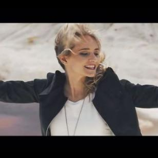 ¿Ya viste el videoclip de 'No me pidas', la nueva bachata de Vicky Corbacho?