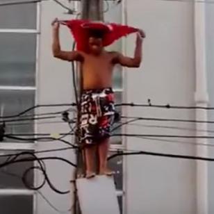 ¡Subió a un poste de alta tensión sin saber que le esperaba un trágico final!