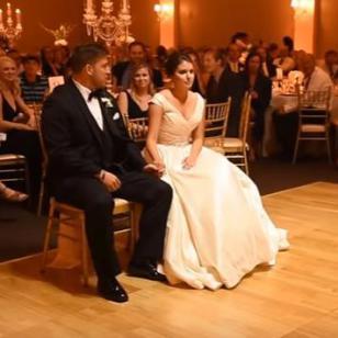 ¡Esta novia jamás pensó que recibiría tan divertida sorpresa el día de su matrimonio!